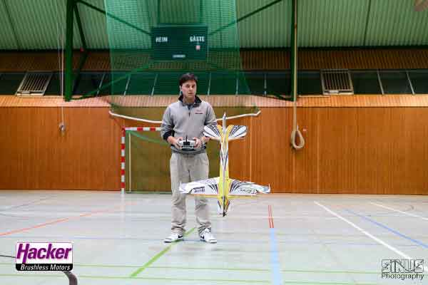 Video Robin Trumpp Indoor 2014. Eraser Five mit Verstellpropeller