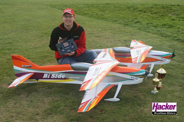 Hacker Teampilot Thomas Schunk im Acro-Segelflug erfolgreich