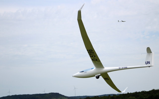 Segelflugmesse 2019: Hacker mit Verkaufsstand vor Ort | Glider fair 2019: Hacker on site with point of sale